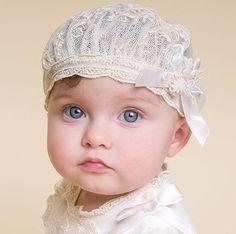 Flores, encajes, moños... Tu nena lucirá hermosa con estas lindas diademas para bautizo.