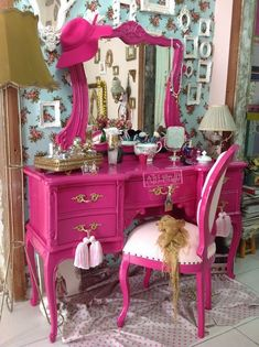 Shabby Chic Home Interiors – Decorating Tips For All Shabby Chic Furniture, Shabby Chic Vanity, Pink Furniture, Shabby Chic Interiors, Refurbished Furniture, Vintage Shabby Chic, Shabby Chic Homes, Shabby Chic Decor, Furniture Makeover
