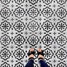 Carreaux de ciment noir et blanc / azulejo hidraulico blanco y negro / black and white tiles