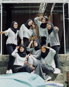 My🖤 Fashion Wear, Modest Fashion, Fashion Dresses, Womens Fashion, Hijab Fashion, Casual Hijab Outfit, Ootd Hijab, Muslim Girls, Style