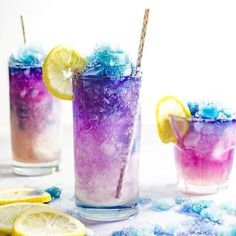 Teen Edition - Color Changing Galaxy Lemonade Slushie - There's no food coloring in this Color Changing Lemonade Slushie! Just a dash of magic from magic ice and delicious lemonade that kids and adults will love. The ultimate Summer Lemonade drink! Colorful Drinks, Fruity Drinks, Refreshing Drinks, Fun Drinks, Yummy Drinks, Party Drinks, Beverages, Dry Ice Drinks, Slushy Alcohol Drinks