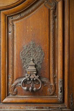 Door knocker at entry to Hotel Carnavalet in the Marais, Paris France.- 4) HISTOIRE DE L'HÔTEL CARNAVALET: La célèbre épistolière l'habita jusqu'à sa mort. Elle confia à l'architecte LIBERAL BRUANT (v. 1636-1697), l'aménagement d'un appartement au rez de chaussée pour sa fille MADAME DE GRIGNAN. Une galerie du musée est consacrée à cette illustre locataire et présente, autre autres, des portraits et des souvenirs. En 1866 la ville acheta l'hôtel pour y installer un musée consacré à son…
