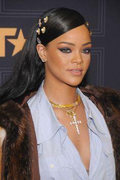 Les 23 coiffures les plus canons de Rihanna