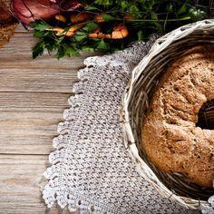 Κρεμμυδοκουλούρα / Onion bread. Λαχταριστή και πρωτότυπη κουλούρα με κρεμμύδι που θα εντυπωσιάσει! #greekrecipes #greekfood #greekfoodrecipes #fasting #fastingrecipes #homemadebread #bread #breadrecipes #homemade #foodphotography #foodphoto #συνταγές Throw Pillows, Recipes, Cushions, Decorative Pillows, Decor Pillows, Recipies, Recipe, Scatter Cushions