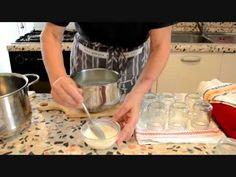 Yogurt magro naturale, fatto in casa.