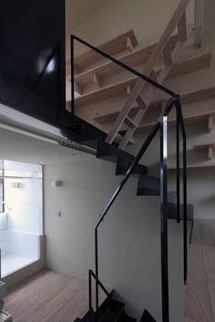 濱嵜良実+株式会社 浜﨑工務店一級建築士事務所 の モダンな 廊下&階段 階段