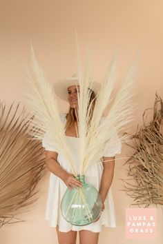 Luxe B Pampas Grass is currently the leading online marketplace for Pampas Grass.We carry a large variety of Pampas types in natural colour, bleach white, pink and other mesmerizing colors. Perfect for your home decor, any event especially boho wedding decor. Currently we ship anywhere in the US and Canada. @luxebpampasgrasswww.luxebpampasgrass.com#pampasgrass #driedpampas #luxebpampasgrass #driedpampasgrass #driedflowers #bohowedding Boho Wedding Decorations, Pampas Grass, Live Plants, Dried Flowers, Bud, Bleach, Online Marketplace, Colour, Canada