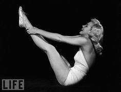 "Rare Vintage Photographs of Marilyn Monroe Doing Yoga in 1948 ~ photo by Ed Cronenweth. Marilyn learned yoga from Indra Devi, who many consider to be the ""The First Lady of Yoga"". Iyengar Yoga, Bikram Yoga, Pilates Yoga, Fitness Pilates, Kundalini Yoga, Hiit, Cardio Workouts, Life Magazine Archives, Pin Up"