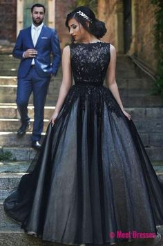 Elegant Round Neck Black Lace Long Prom Ball Gown Evening Dresses