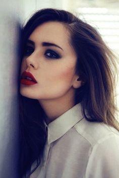 maquillaje de noche labios rojos
