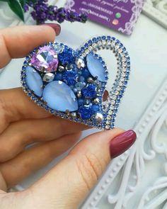 Beaded Jewelry Designs, Bead Jewellery, Jewelry Art, Bead Embroidery Jewelry, Beaded Embroidery, Diy Earrings, Bridal Earrings, Brooches Handmade, Handmade Jewelry