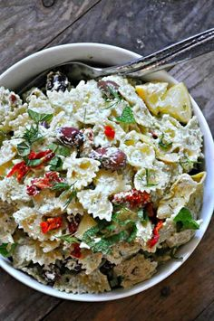 If you're looking for vegan pasta salads, this is the perfect post for you! It includes some of my favorite picnic recipes as well as BBQ recipes. Vegan summer recipes at their best! Find more vegan recipes at veganheaven.org!