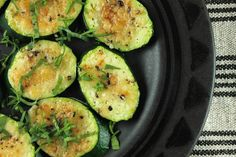 Parmesan Zucchini- 5 ingredients and only 36 calories, this zucchini recipe is easy, healthy, and delicious! #healthy #recipes