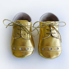 Baby Girl Shoes Gold leather crib shoes.