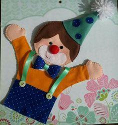 Fantoche Palhacinho Glove Puppets, Felt Puppets, Puppets For Kids, Hand Puppets, Finger Puppets, Puppet Patterns, Felt Patterns, Sewing Kids Clothes, Sewing For Kids