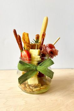 Charcuterie Recipes, Charcuterie Platter, Charcuterie And Cheese Board, Cheese Boards, Appetizers For Party, Appetizer Recipes, Tapas, New Food Trends, Graze Box