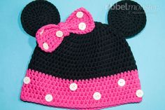 Crochet this superior Minnie Mouse hat with this free information for infants, youngsters or adults. First we crochet a standard beanie in black and pink. You then crochet mouse ears, in addition to a Newborn Crochet Patterns, Baby Hat Patterns, Crochet Baby Hats, Free Crochet, Knitted Hats, Crochet Minnie Mouse Hat, Crochet Motifs, Crochet Instructions, Crochet Projects