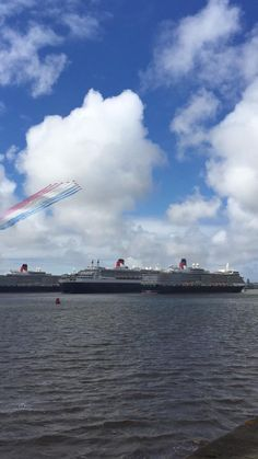 The 3 Queens and the Red Arrows.