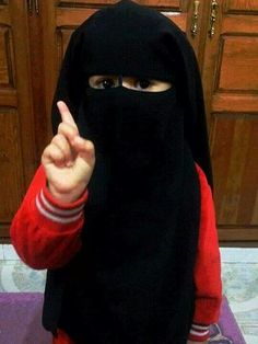 احدى اطفال الخلافة ربي يحفظهم هكذا تنشأ اجيالنا القادمة باذن الله Cute Kids, Cute Babies, Hijab Niqab, Beautiful Hijab, Muslim Women, Modest Outfits, Little Princess, Kids And Parenting, Unique Fashion