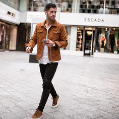2016-12-05のファッションスナップ。着用アイテム・キーワードはスニーカー, レザージャケット, 白Tシャツ, 黒パンツ, Gジャン・デニムジャケット, Tシャツ,etc. 理想の着こなし・コーディネートがきっとここに。| No:181762