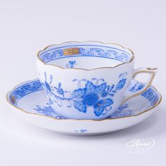 A traditional pattern painted by Herend is the Indian Basket - originated from far east in the mid This tea cup uses the traditional blue ink on china. Fancy Tea Cups, Paper Tea Cups, China Tea Cups, Tea Service, Cute Mugs, Tea Cup Saucer, Tea Party, Romantic Cottage, Romantic Homes