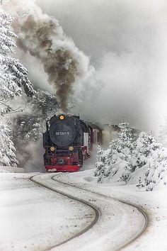 ❦ Tren vapor del Harz by Aitor Ruiz de Angulo~ Steam Train~Harz Steam Train, Brockenhaus, Saxony-Anhalt, Germany. Saxony Anhalt, Old Trains, Winter Scenery, Snow Scenes, Winter Beauty, Jolie Photo, Train Tracks, Train Rides, Steam Locomotive