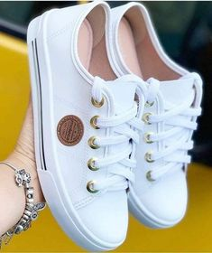 In choosing shoes or boots males, it requires under consideration improved as well as grip. Trendy Shoes, Cute Shoes, Me Too Shoes, Casual Shoes, Womens Fashion Sneakers, Fashion Boots, Mode Converse, E 38, Shoes Sneakers