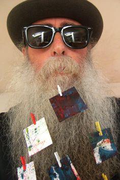 BEARD GALLERY - Opere di Lucia Spagnuolo installate sulla mia barba (Galleria Pensile)