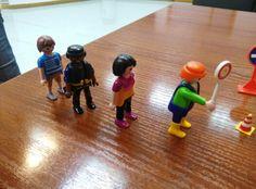 A falta de espacio en el aula para poder hacer el circuito, nos ayudamos con clips de Playmobil. Basketball Court, Home Decor, Circuit, Classroom, Space, Playmobil, Decoration Home, Room Decor, Home Interior Design