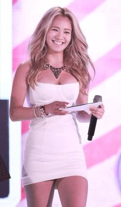 SNSD Hyoyeon white dress