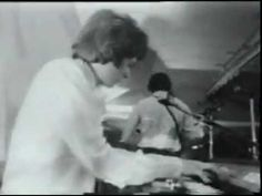 Full-on psychedelic Pink Floyd, Interstellar Overdrive, Live January 27, 1967 UFO Club, London - YouTube