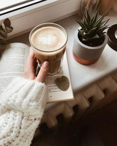 Image about aesthetic in ❣ warm and cozy ❣ by Rafaëla Coffee Cafe, My Coffee, Coffee Drinks, Coffee Shop, Coffee Pics, Cappuccino Coffee, Coffee Break, Morning Coffee, Sunday Morning