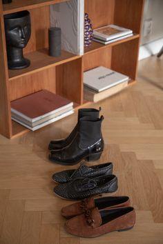 Sisustusstailisti Pinja Forsmanin koti on ihana yhdistelmä design-klassikoita ja kirpparilöytöjä. Shoe Rack, Koti, Interior, Album, Shoes, Design, Zapatos, Indoor, Shoes Outlet