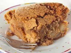 Torta de Maçã Crocante//  1 ovo, 50g manteiga, 2 col rasas canela, 1/2 xic Açúcar, 1 xic Farinha,  1 1/2 Maçã pequena, 2 col rasas cha fermento royal, nozes, passas. 40 min de forno, a 180°