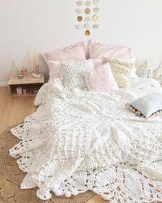 Wonderful Floor Bed Designs To Relax Your Body - Girls Bedroom, Bedroom Decor, Bedroom Ideas, Bedrooms, Master Bedroom, Boho Gypsy, Boho Bedding, Bedroom Flooring, Little Girl Rooms