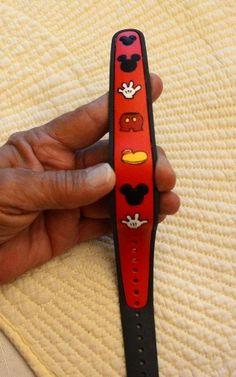 Has anyone decorated their Magic Bands? Please show us the pictures! - Page 172 . Disney World Parks, Walt Disney World Vacations, Disney Trips, Disney Crafts, Disney Fun, Disney Style, Disney Planning, Trip Planning, Magic Band Decals