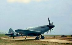 Haven't seen of these before. 34 great colour images of warbirds! Fighter Aircraft, Fighter Jets, The Spitfires, History Online, Supermarine Spitfire, Nose Art, Aviation Art, Colour Images, World War Two