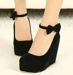 Zapatos negros con plataforma y moñito ♥