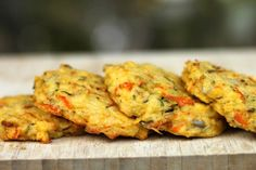 Grit Cakes-- lovely little cakes loaded with veggies. This might be a nice alternative to cornbread with chili or soup while camping. Breakfast Finger Foods, Breakfast Recipes, Breakfast Ideas, Backpacking Food, Camping Meals, Camping Cooking, Oven Cooking, Grits Breakfast, Redneck Recipes