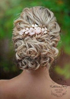 Rose gold and blush pink wedding hair comb, bridal veil hair Accessories – Ivory and silver options available Rose gold Hair Comb hairpiece blush pink – wedding bridal hair accessories – veil comb – gold – silver option - Station Of Colored Hairs Hair Comb Wedding, Wedding Hair And Makeup, Bridal Comb, Wedding Veils, Wedding Shoes, Rose Gold Wedding Dress, Pink Wedding Nails, Wedding Flowers, Wedding Dresses