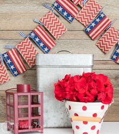 Easy Peasy DIY Banner Garland - No Sewing And No Template Required! Patriotic Crafts, Patriotic Party, Patriotic Decorations, Patriotic Flags, Patriotic Wreath, Easy Crafts, Easy Diy, How To Make Garland, Fourth Of July Decor