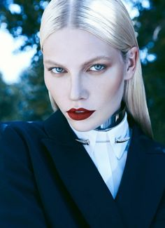 Top model Aline Weber teams up with fashion photographer Koray Birand for the flawless new Turkish Harper's Bazaar cover session. Moda Fashion, Fashion Models, Fashion Beauty, Snow Queen, Portrait Photography, Fashion Photography, Harper's Bazaar, Model Face, Glamour