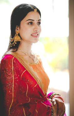 Indian Bridal Outfits, Indian Bridal Fashion, Indian Fashion Dresses, Bridal Dresses, Beautiful Saree, Beautiful Indian Actress, Beautiful Models, Beautiful Suit, Bridal Photoshoot