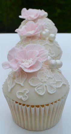 Pink Flower & Pearls Cupcakes