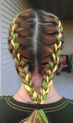 Olha que legal essas tranças que você pode fazer com fitas verde e amarela no cabelo! foto reprodução: Pinterest