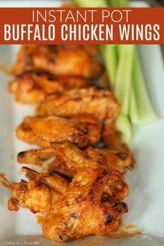 Instant pot Buffalo Chicken Wings Get delicious and quick chicken wings with this Instant Pot Chicken Wings recipe. Game day will be a breeze with Instant pot buffalo chicken wings recipe. Instant Pot Pressure Cooker, Pressure Cooker Recipes, Instant Cooker, Pressure Cooking, Instapot Chicken Wings, Veggie Dinner, Best Chicken Recipes, Yummy Recipes, Instant Pot Dinner Recipes