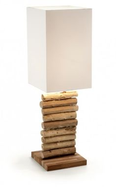 Lámpara de sobremesa de madera tropical reciclada