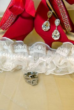 wedding picture idea-use hot pink shoes, earrings, garter, and rings for a picture