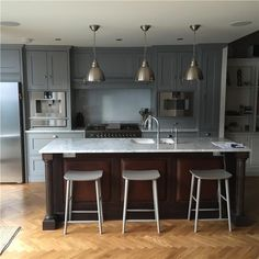 Hand painted kitchen in Farrow & Ball Manor House Grey, designed & built by Luxmoore & Co Grey Cabinets, Kitchen Colors, Kitchen Flooring, Home Kitchens, Kitchen Design, Kitchen Paint, Painting Kitchen Cabinets, Minimalist Kitchen Design, Grey Painted Kitchen