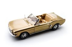 Auto World 1965 Ford Mustang 1/2 Convertible 1/18 Bronze